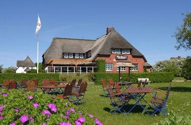 Idyllische Lage direkt am Wattenmeer - Das Hotel verfügt über insgesamt 8 Zimmer und 5 Ferienwohnungen, Wellnessbereich.
