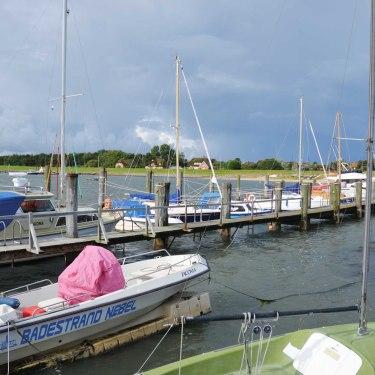 Steenodde-mit-Booten-und-Bucht, © KQuedens
