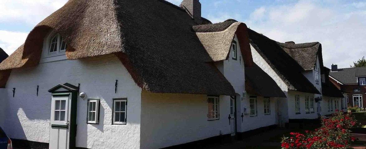 Unser Haus im Hööwjaat 3 - Über 200 Jahre altes Friesenhaus unter Reet im historischen Ortskern von Nebel., © Gerd Arnold